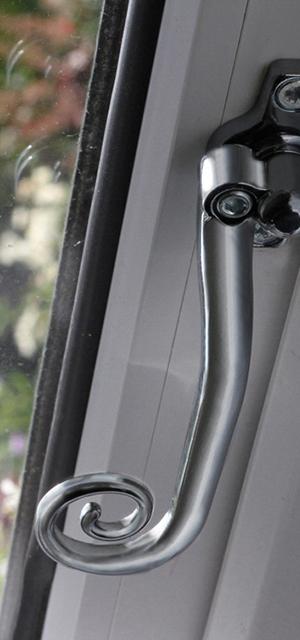 windows-casement-features-wr